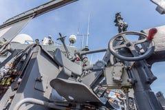 een het schieten kanon op het slagschip Stock Foto's