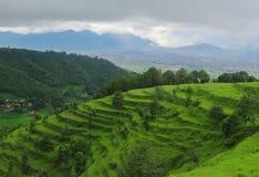 Een heuvel die de schoonheid van vallei tonen stock afbeelding