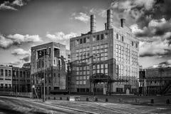 Een historisch gebouw op zwart-witte fotografie stock fotografie