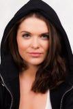 Mooie vrouwelijke trainer met verbindingsdraad met een kap Royalty-vrije Stock Foto