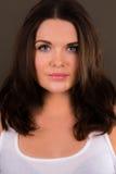 Mooie vrouwelijke trainer met verbindingsdraad met een kap Stock Fotografie