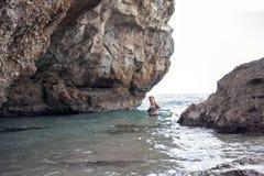 Een hol langs de zeekust Stock Foto