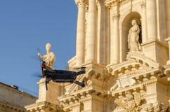 Een hommel die aan Syracuse vliegen stock afbeelding
