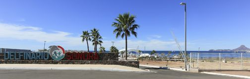 Een Hoofdingang aan Delphinario dichtbij San Carlos, Guaymas, Sonora, stock afbeeldingen