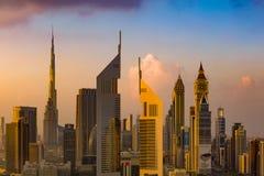 Een horizonmening van Doubai, de V.A.E die de gebouwen van Sheikh Zayed Road en DIFC tonen stock fotografie