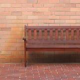 Een houten bank Stock Afbeelding