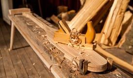 Een houten die vliegtuig in spaanders wordt behandeld royalty-vrije stock afbeeldingen