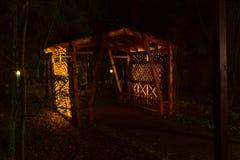 Een houten gazebo bij nacht Royalty-vrije Stock Foto's