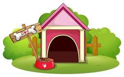 Een houten hondehok bij de werf royalty-vrije illustratie
