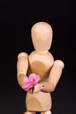 Een houten ledenpop met bloem Royalty-vrije Stock Fotografie