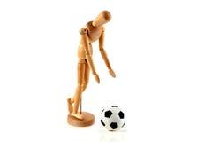 Een houten model is voetbal op een witte achtergrond Royalty-vrije Stock Afbeeldingen