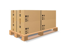 Een houten pallet met dozen Stock Afbeelding