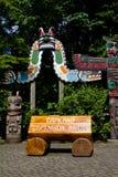 Een houten uithangbord bij de Capilano-Hangbrug in Vancouver, Canada Stock Foto's