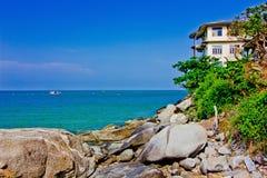 Een huis blijft de kust stock afbeelding