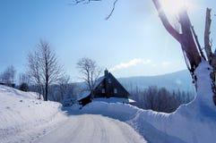 Een huis in de winter Royalty-vrije Stock Afbeeldingen
