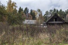 Een huis in het dorp Stock Afbeelding