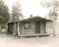 Een huis in het land stock afbeelding