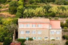 Een huis op een heuvel royalty-vrije stock fotografie