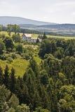 Een huis op heuvel Stock Afbeelding