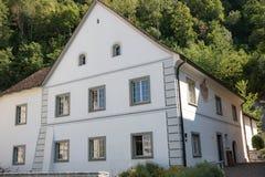 Een huis in Vaduz, Liechtenstein stock afbeeldingen