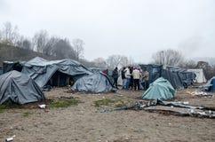 Een humanitaire catastrofe in Vluchteling en Migrantenkamp in Bosnië-Herzegovina De Europese migrerende crisis Balkan route tent royalty-vrije stock fotografie