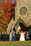Een huwelijkspartij voor de Kerk van de Drievuldigheidsparochie, Route 169, CT Stock Fotografie