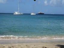 Een idyllische ankerplaats in de windwaartse eilanden stock videobeelden
