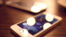 Een inkomende vraag aan een mobiele telefoon 4K 30fps ProRes stock footage
