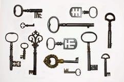 Een Inzameling van 13 interessante Antieke Sleutels Stock Foto's