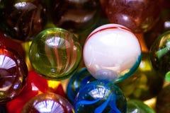 Een inzameling van kleurrijk marmer stock fotografie