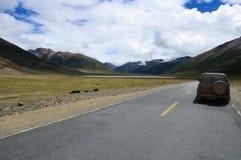 Een jeep op de lijn van Yunnan Tibet Royalty-vrije Stock Afbeeldingen