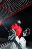 Een jong ijshockey goaltender royalty-vrije stock afbeelding