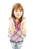 Een jong meisje dat duimen met beide handen toont stock foto's