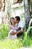 Een jong paar in liefde Royalty-vrije Stock Afbeeldingen