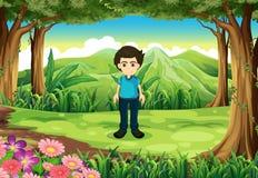 Een jonge heer bij het bos Royalty-vrije Stock Afbeeldingen