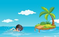 Een jonge heer die dichtbij een klein eiland zwemmen Stock Fotografie
