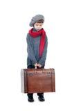 Een jonge jongen die houten boomstam houdt Royalty-vrije Stock Afbeeldingen