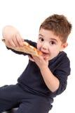 Een jonge jongen die pizza eet Stock Foto's