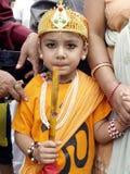 Een jonge jongen in Festival van Koeien (Gaijatra) Stock Foto