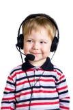 Een jonge jongen in hoofdtelefoons Stock Foto