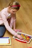 Meisje met speldenstuk speelgoed Stock Afbeelding