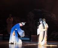 """Een jonge mens die een pompoen-verslag van Zuidelijke boeg-Jiangxi opera""""four dromen dragen van linchuan† Royalty-vrije Stock Foto's"""