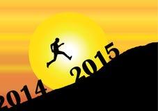 Een jonge mensensilhouet die voorbij 2014 in het nieuwe jaar 2015 springen Stock Afbeelding