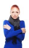 Een jonge redhead Kaukasische vrouw die koud voelt Stock Afbeeldingen