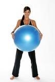 Een jonge vrouw die in een gymnastiek uitwerkt Royalty-vrije Stock Fotografie