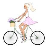 Een jonge vrouw in een witte T-shirt en een roze rok, in tennisschoenen berijdt een fiets stock illustratie