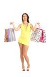 Een jonge vrouw in zakken van een de gele kledingsholding Stock Afbeeldingen