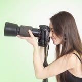 Een jonge vrouwelijke fotograaf Stock Foto's