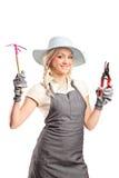Een jonge vrouwelijke tuinman met het tuinieren hulpmiddelen Stock Foto