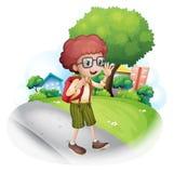 Een jongen die bij de straat lopen die een rugzak dragen vector illustratie
